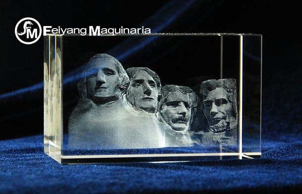 grabado laser sobre souvenir de cristal