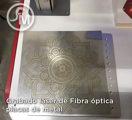 grabado laser de fibra optica en placa de metal