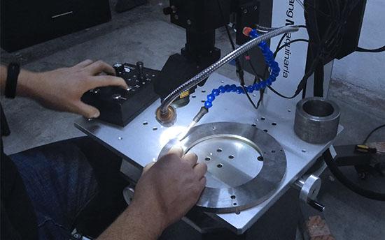 Elaboración Fabricación de componentes electrónicos con  maquinas equipo láser