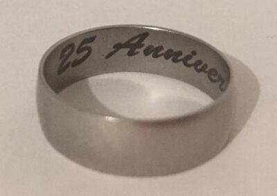 anillo grabado con sistema rotativo
