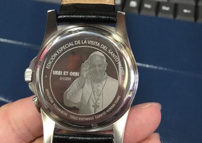 grabado láser en reloj